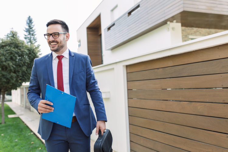 4 Best Business Credit Cards for Real Estate Agents & Investors
